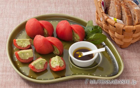 トマトのアボカドムース詰め