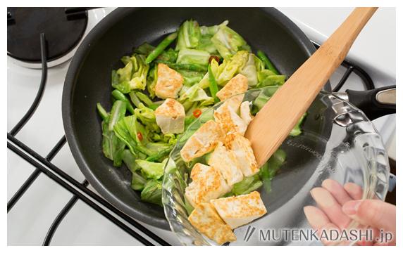 豆腐と野菜のペペロンチーノ炒め ポイント写真2